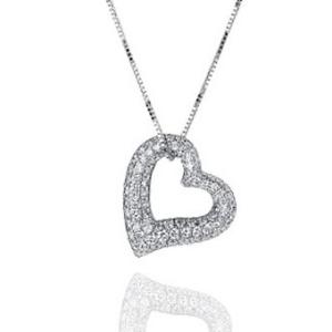 Halskette mit Anhänger in Herzform
