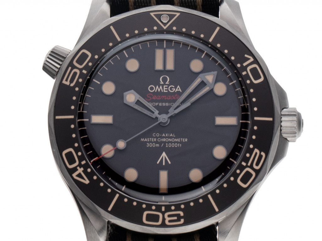 Omega Seamaster Diver 300m 007 Edition Co-Axial Master Chronometer Titan Automatik Armband Textil 42mm Limitiert Bj.2021 Box&Pap. Full Set Ungetragen